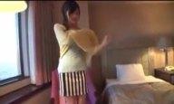 笑った顔がキュートな素人娘をホテルに連れ込みパコでザーメン顔射
