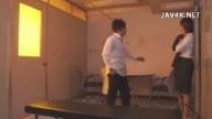 更衣室で男子生徒に犯されてしまう美人女性教師