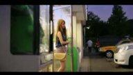 ハーフの美人巨乳お姉さんがタクシーで運転手を誘惑ハメ!