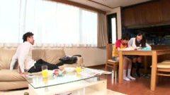 佐野ひなこ似ているJKが兄にバレないように勉強中の弟フェラヌキ