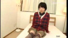 原宿駅でナンパした可愛すぎるショートカット素人娘を即ハメ!