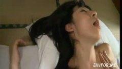 <h3>綺麗なおっぱいの美人妻が不倫旅行先の旅館で濃厚SEX!</h3>