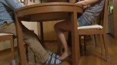 h3隣の人にバレないように机の下で肉棒ジュポフェラ→ごっくんからのお掃除フェラまでしちゃう痴女/h3