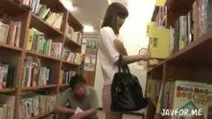<h3>図書館にいた大人しそうな顔したミニスカ人妻をレイプして他人棒でガン突き中出し!</h3>