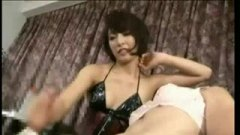 <h3>ボンテージ痴女娘が敏感なM男をローション手コキ責めで潮吹きさせる</h3>