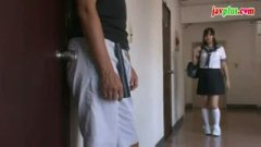 h3廊下でJK娘にフェラ奉仕を強要する父親のクズ/h3