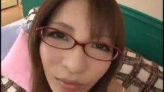 h3赤メガネが似合う美女のお尻がいやらしくていっぱい触ってきた!/h3