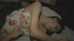 欲求不満な人妻さんが寝付けないみたいなので夜這いしてハメ倒し!
