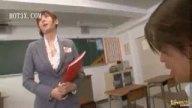 ノーブラで汗だくのスケスケおっぱいで生徒を誘惑する巨乳痴女教師