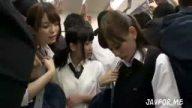 JK3人組が満員電車でM男リーマンを痴女ってトイレに連れ込み逆レイプ乱交SEX!