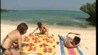 ヤリたがりの巨乳水着美女が集まる秘密のビーチに潜入