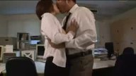 オフィスで堂々フェラ始めた痴女OLにたっぷり顔射
